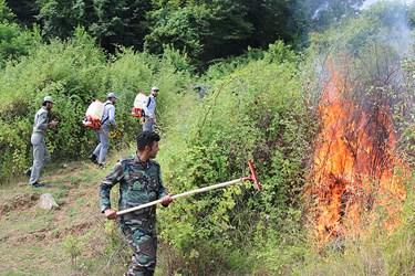 برگزاري رزمايش اطفادحريق براي اماده سازي نيروهاي منابع طبيعي براي مقابله احتمالي به اتش سوزي درسطح جنگلها و مراتع