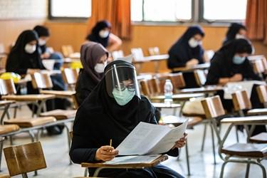 رعایت دستور العمل های بهداشتی توسط داوطلبان آزمون دکتری سال 99 در دانشگاه شریف
