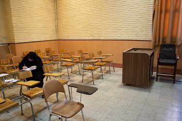 یکی از داوطلبین طبق اظهارات خود به کرونا مبتلا شده و در کلاس جداگانه ای آزمون میدهد