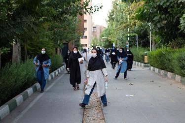 ورود داوطلبان آزمون دکتری سال 99 به حوزه امتحانی در دانشگاه شریف