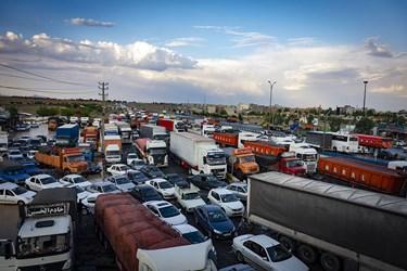 ترافیک سنگین در پلیسراه سرخه ناشی از جاری شدن سیل
