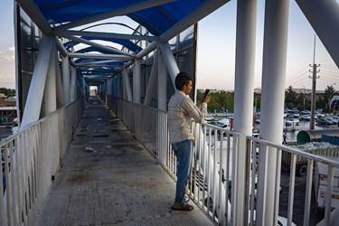 فیلمبرداری از سیل امروز بر روی پل عابر پیاده