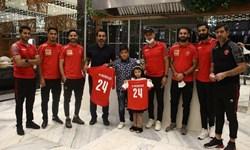 پیراهن شماره ۲۴ پرسپولیس به فرزندان مرحوم نوروزی اهدا شد