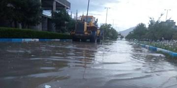 معابر خلخال در محاصره آب/ بارش شدید باران در بامداد دومین ماه از تابستان