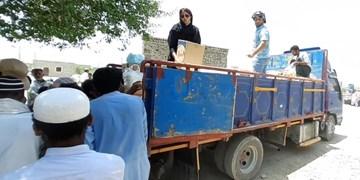 کمک قهرمانان به مردم مناطق محروم مرزی ادامه دارد+تصاویر