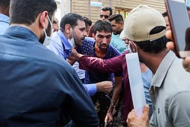 گفتگوی احمد نادری عضو  کمیسیون اصل90 مجلس با  کارگران شرکت نیشکر هفت تپه