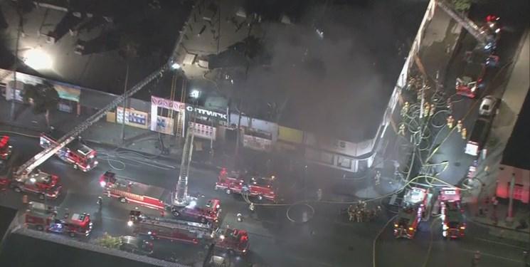 فیلم | آتشسوزی گسترده در یک بلوک تجاری در محله هالیوود لس آنجلس