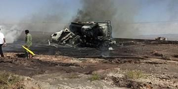 فیلم| برخورد و آتش گرفتن دو تریلی حامل گندم و مواد سوختی در محور داورزن - تهران