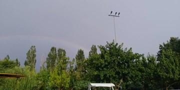 فیلم| بارش باران و رنگین کمان در مشهد