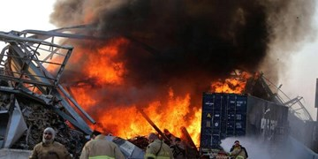 شعلهور شدن آتش در محل انفجار بندر بیروت