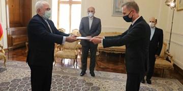 تقدیم رونوشت استوارنامه سفیر جدید آلمان به ظریف