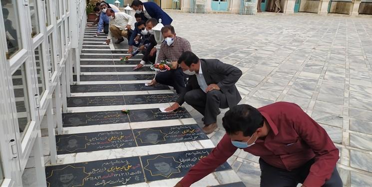 ادای احترام خبرنگاران به نخستین شهید خبرنگار کاشمری/ مزار شهدای کاشمر غبارروبی شد