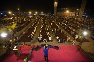 مدیحه سرایی محمد حسین پویانفر در جشن عید غدیر در میدان امام حسین تهران