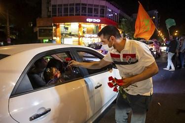 توزیع گل و شیرینی به مناسبت عید غدیر، خیابان پاسداران تهران