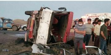 ۲۸مصدوم و ۲ فوتی در پی برخورد مینی بوس با کامیون در محور زابل-زاهدان