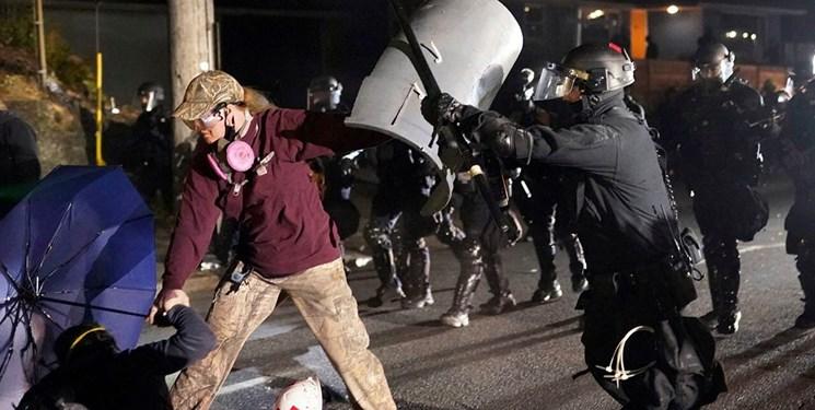 فیلم  اعلام وضعیت شورش در پورتلند/ معترضان دفتر انجمن پلیس را آتش زدند