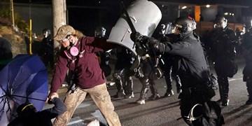 فیلم| اعلام وضعیت شورش در پورتلند/ معترضان دفتر انجمن پلیس را آتش زدند