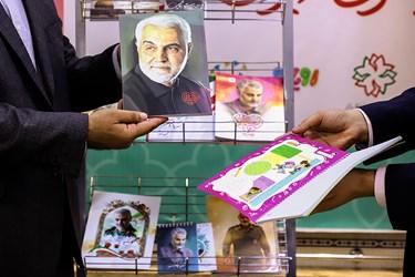 رونمایی  از تعدادی از محصولات نوشت افزار با طرحی از شهید سردار سلیمانی، مدافعان سلامت ومبارزه با کرونا
