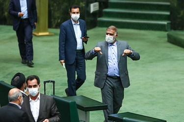 فریدون حسنوند نماینده اندیمشک در جلسه رای اعتماد به وزیر صمت.  ۲۲ مرداد ۹۹
