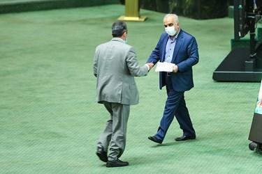 فرهاد دژپسند وزیر امور اقتصادی و دارایی در مجلس شورای اسلامی