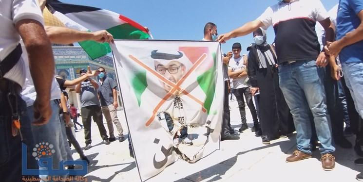 تظاهرات مردم فلسطین علیه توافق اماراتی-صهیونیستی؛ تصاویر بنزاید، ترامپ و نتانیاهو به آتش کشیده شد
