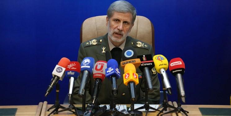 وزیر دفاع: پژوهشگران غافلگیری دشمن را وجهه همت خود قرار دهند
