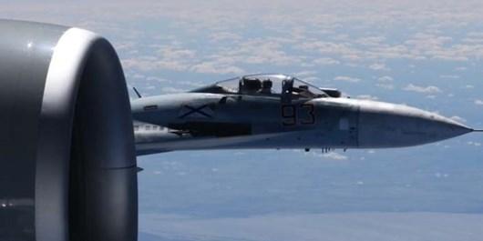 فیلم | مانور هشدار جنگندههای روسی در برابر بمبافکن آمریکایی
