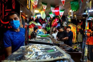 پرچمهای تولید شده در فروشگاهی در پاساژ مهستان تهران به فروش میرسد.