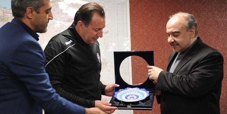 احضار وزیر ورزش و مسولان سابق و کنونی فدراسیون فوتبال به کمیسیون اصل ۹۰ بابت قرارداد ویلموتس