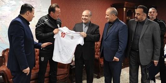 قاضیزاده هاشمی: وزیر ورزش میخواهد با سکوت فرار کند/ یک مطالبه تاریخی برای این قرارداد ترکمنچای داریم
