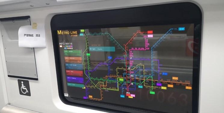 نمایش اطلاعات سفر روی شیشه مترو