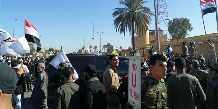 عکس| حمله معترضان به  دفاتر برخی احزاب سیاسی عراق در استان ذیقار