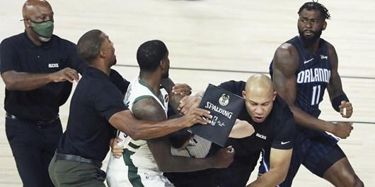 پلیآف NBA| درگیری فیزیکی در جدال میلواکی و مجیک+فیلم و عکس