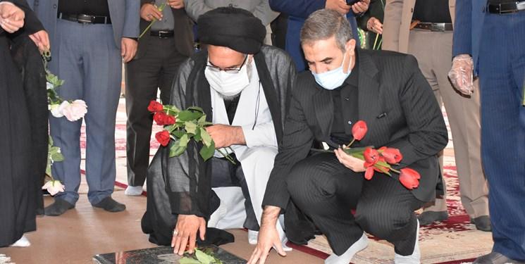 تجدید بیعت مسوولان کهگیلویه و بویراحمد با شهدا در هفته دولت+تصاویر