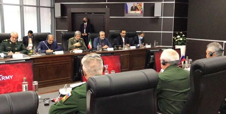 دیدار وزرای دفاع ایران و روسیه/ امیر حاتمی: تقویت همکاریهای تهران مسکو ضروری است