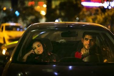 حضور خانوادهها در خودروهای شخصی برای نظاره رونمایی از دیوار نگاره جدید میدان ولیعصر(عج)