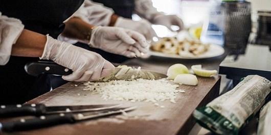 فیلم| پرستاری از کادر درمان به سبک آشپز بوشهری