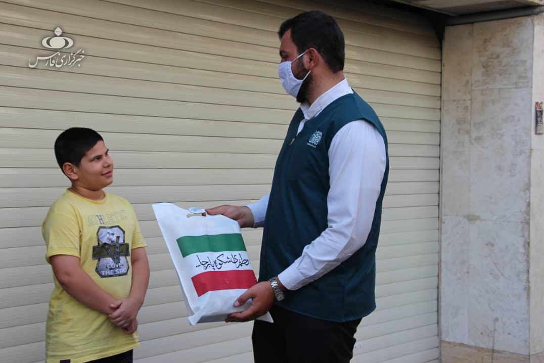 13990606000704 Test NewPhotoFree - «داوطلبان جهادی امام رضا(ع)» فرزندان پرستاران را غافلگیر کردند