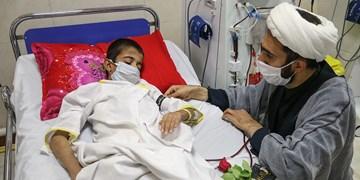 عیادت هیئتی ها از کودکان بستری در بیمارستان