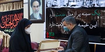 درددل نیروی خدمات با معاون وزیربهداشت/ گلایه دختر11 ساله شهید مدافع سلامت
