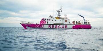 «بنکسی» برای نجات پناهجویان کشتی خرید!+فیلم