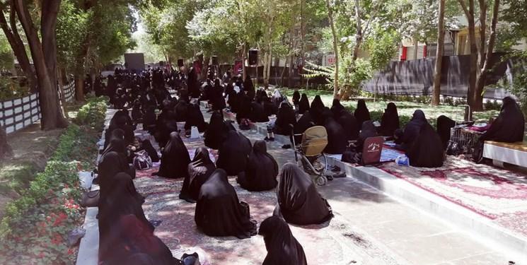 عزاداری متفاوت اصفهانیها در گذر چهارباغ/ نماز ظهر عاشورا اقامه شد