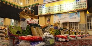 نمازگزاران مسجد لرزاده ١٢٠ بسته ۵۰۰ هزار تومانی برای نیازمندان آماده کردند