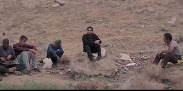 فیلم| روضه خوانی مداح مشهدی برای کارتن خوابهای منطقه اسماعیل آباد مشهد