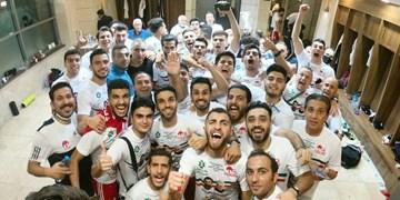 فیلم/ لحظه بالا بردن جام قهرمانی حذفی توسط مسعود شجاعی