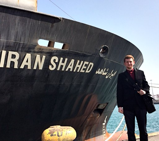 13990615001136 Test NewPhotoFree - گفتوگو با خبرنگار حاضر در کشتی «نجات» | یمن را خبر یک جهان کردیم