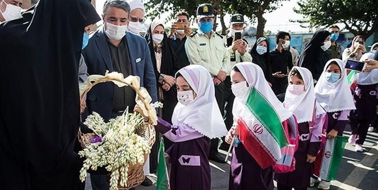 معاون سیاسی اجتماعی استانداری تهران: مدارسی که کمتر از 50 دانش آموز دارند از مهرماه حضوری برپا میشوند