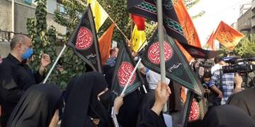 معترضان به توهین نشریه فرانسوی: وزارت خارجه، جرمانگاری توهین به ادیان را در معاهدات بینالمللی پیگیری کند