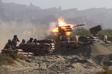 پشتیبانی آتش سنگین توپخانهای نیروی دریای ارتش در رزمایش ذوالفقار ۹۹