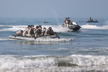 عملیات تاخت آبخاکی توسط تکاوران و تفنگداران نیروی دریایی ارتش در رزمایش ذوالفقار ۹۹